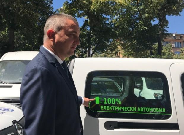 Пускат 18 нови електромобила за контрол в