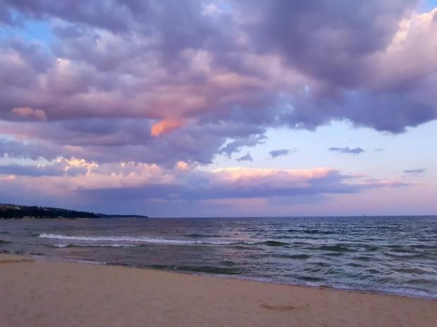 Слънцето се завръща край морето, температурите се повишават