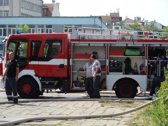 Два сигнала за пожари в апартамент и къща във Варна