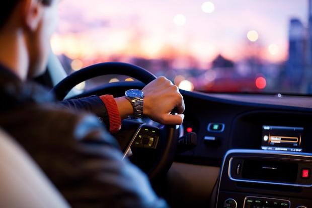Младеж подкара на пияна глава чужда кола в Аксаково, но не стигна далече