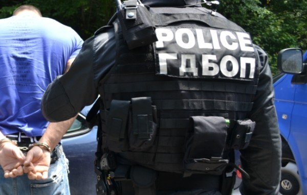 Снимка: Мащабна акция на ГДБОП в няколко квартала на София