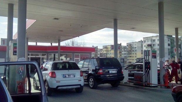Снимка: Собствениците на малки бензиностанции постигнаха съгласие с министъра на икономиката
