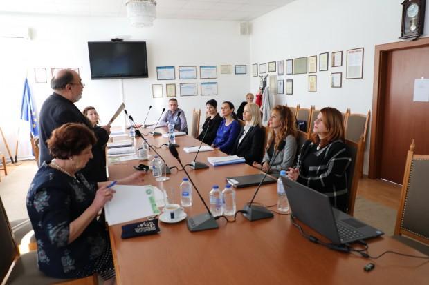 Снимка: Дипломанти от ВСУ представят изследвания и препоръки пред местната власт и бизнеса