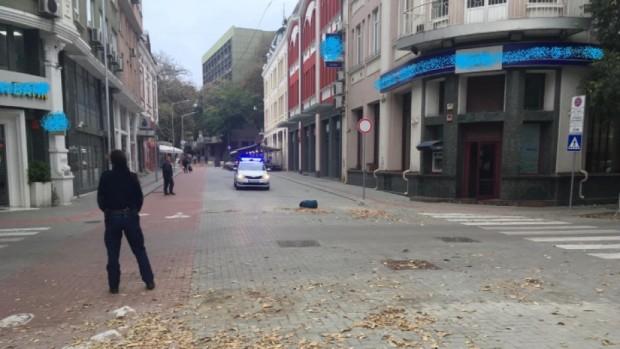 Снимка: Захвърлен сак по пешеходната зона вдигна на крак полицаите във Варна