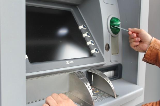 Таксите по основни банкови операции ще поскъпнат отново. Предупреждение за