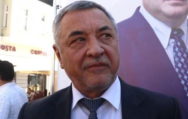 Валери Симеонов, след като група протестиращи се събраха зад парламента