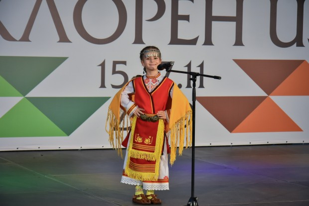 Уникална среща на най-младите във фолклора – така експертите определиха