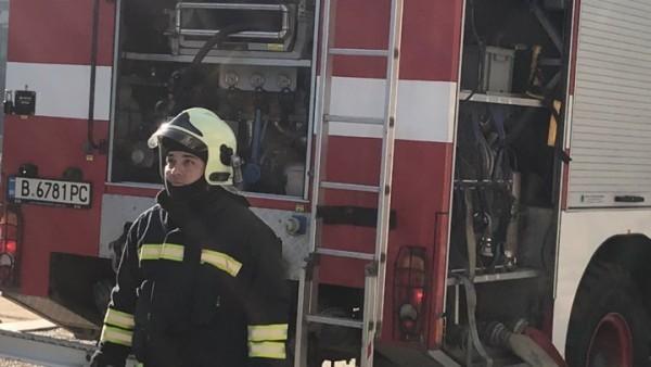 Горящи сажди в комин подпалиха варненско мазе
